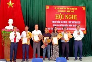Sáng nay 22.4, Hội Văn học - nghệ thuật (VH-NT) Quảng Nam tổ chức tổng kết công tác năm 2020, triển khai nhiệm vụ năm 2021 và trao Tặng thưởng VH-NT Quảng Nam năm 2020.