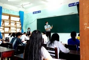 Tuyển dụng gần 1.900 giáo viên và nhân viên trường học