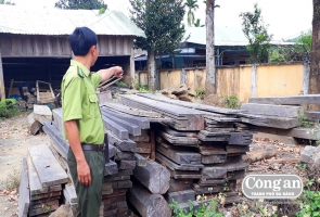 """Khóa chặt """"con đường lâm sản"""" ở Phước Sơn"""