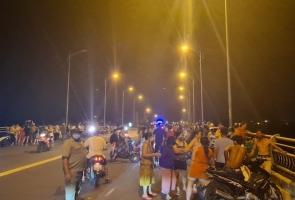 Tam Kỳ- Hàng trăm người tập trung xem tìm người nhảy cầu