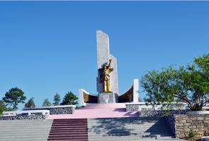 Về thăm tượng đài chiến thắng Bồ Bồ