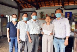 Hội Đồng hương Quảng Nam - Đà Nẵng tại BR-VT thăm, tặng quà gia đình có hoàn cảnh khó khăn