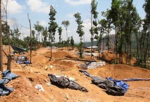Cận cảnh 'đại công xưởng' khai thác vàng trái phép ở Thác Trắng, Bồng Miêu