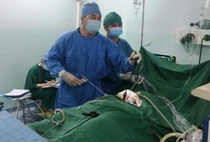 Phẫu thuật lấy khối u quái đầy tóc và răng