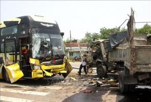 PHÚ NINH- Bất ngờ rẽ trái, xe tải gây tai nạn nghiêm trọng