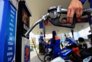 Giá xăng giảm sâu về mức 16.000 đồng/lít