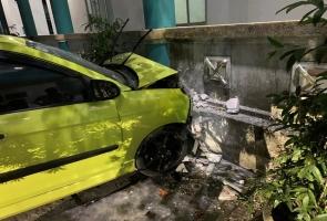 ĐIỆN BÀN- Đạp nhầm chân ga tông xe cứ thương khiến 3 người trọng thương